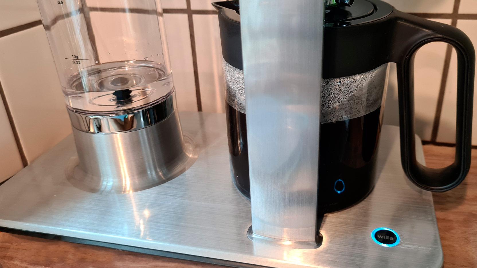 Bild av Wilfa Svart Precision som nästan bryggt en hel kanna kaffe