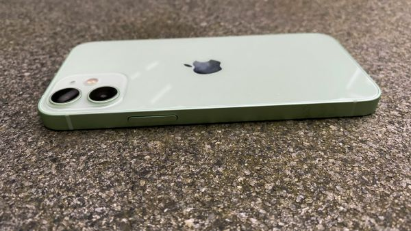 Apple-Iphone-12-Mini-02