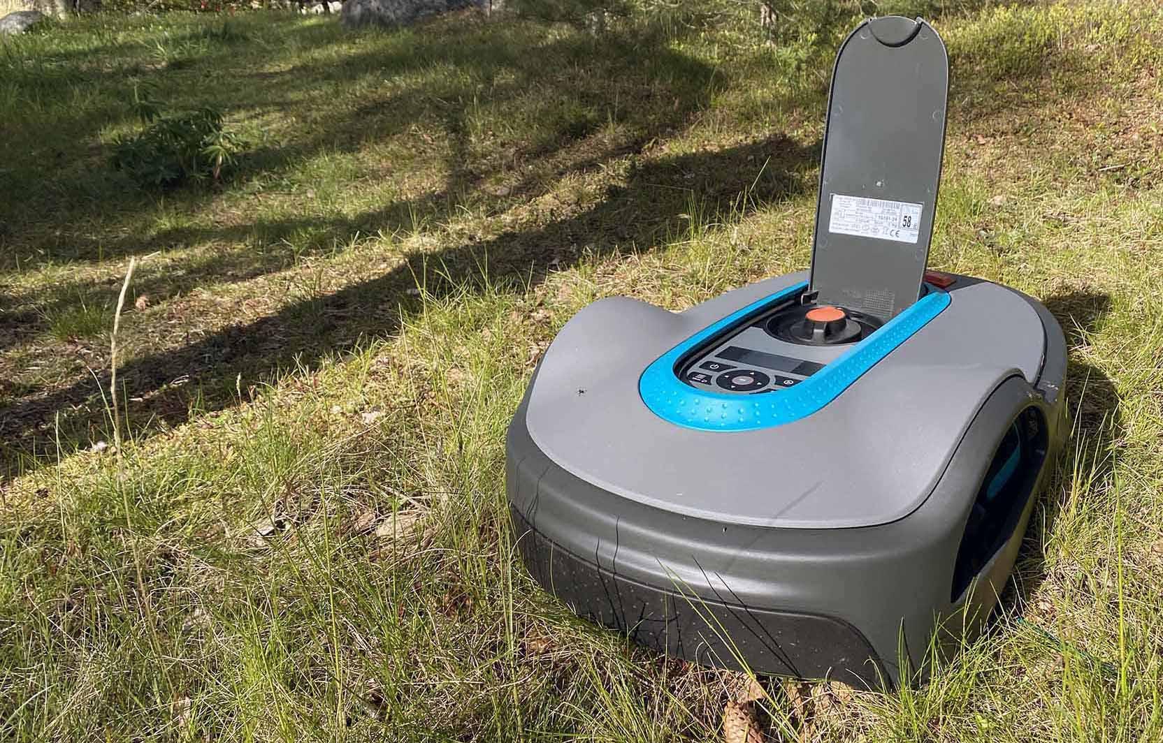 Gardena Smart Sileno Life finns i flera storlekar och vi har testat den för upp till 750 kvadratmeter stora gräsmattor