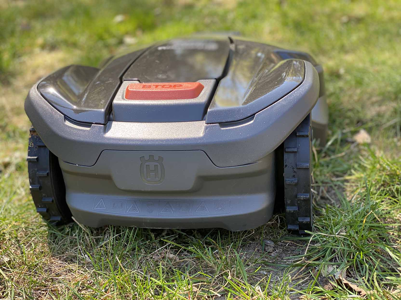 Husqvarna Automower 305 har ett spolsäkert chassi