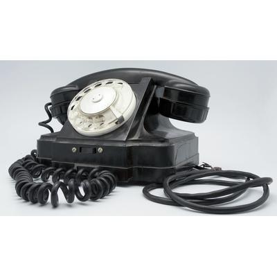 Gammal telefon (Bildkälla: Wikipedia: https://upload.wikimedia.org/wikipedia/commons/1/1b/Old_phone_%2811687563993%29.jpg)