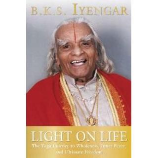 Light on Life: The Yoga Journey to Wholeness, Inner Peace, and Ultimate Freedom (Häftad, 2006)